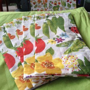 NWT! Set of 5 Garden theme fabric napkins